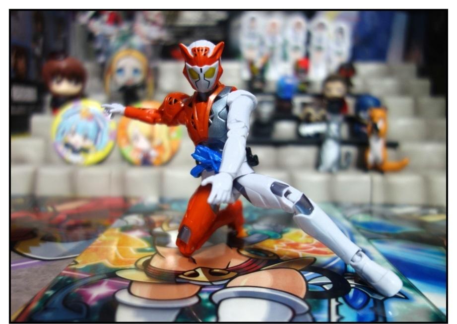 RKF仮面ライダーバルキリー/DXライトニングホーネット/DXフリージングベアーで徹底的に遊ぶ!!_f0205396_21180808.jpg