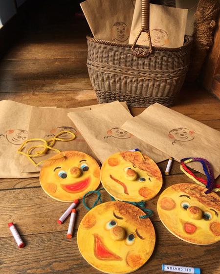 明日は、『カフェでまんまるパンを食べちゃおう!』の日です。_d0077603_12515483.jpg