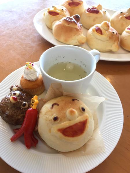 明日は、『カフェでまんまるパンを食べちゃおう!』の日です。_d0077603_12521043.jpg