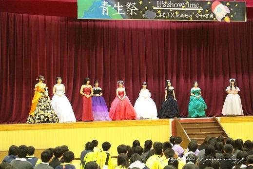 最後の学園祭。卒業課題制作の手作りドレス発表会で感激の嵐!!_f0023333_22191759.jpg