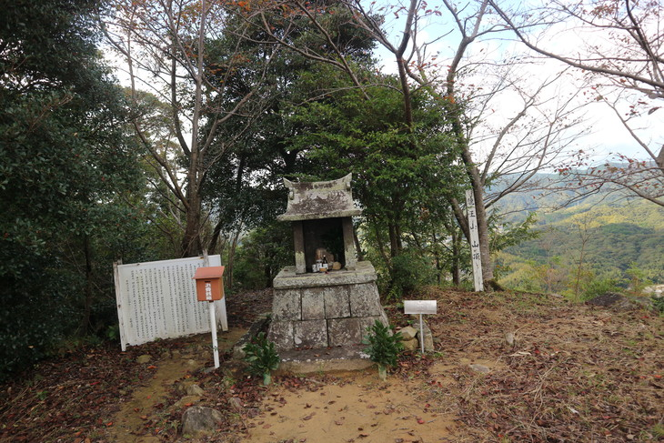 里山歩きと読書!_e0272335_17364752.jpg