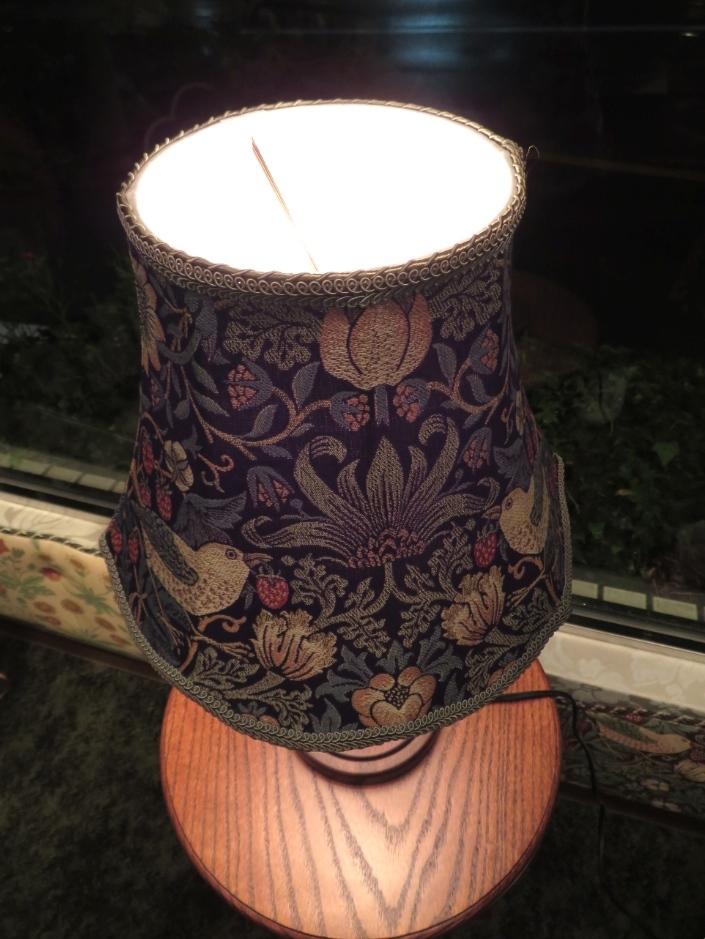 モリス テーブルランプ『いちご泥棒』 ウィリアムモリス正規販売店のブライト_c0157866_19105960.jpg