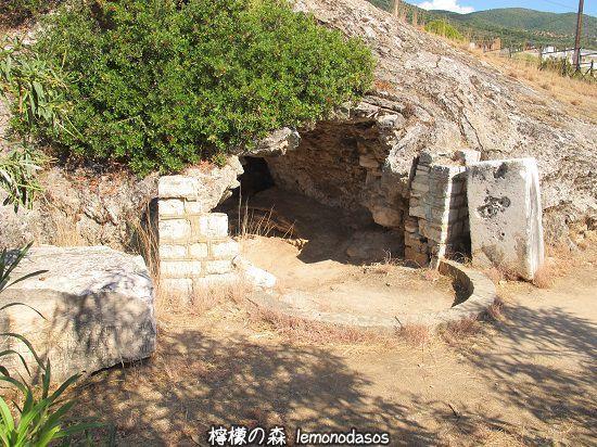 シッラの洞窟遺跡 エヴィア島エディプソス_c0010496_00461357.jpg