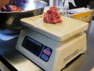 中野畜産さんの黒毛和牛100%のハンバーグステーキができるまでを潜入取材!その3_a0254656_17212419.jpg