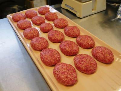 中野畜産さんの黒毛和牛100%のハンバーグステーキができるまでを潜入取材!その3_a0254656_17541525.jpg