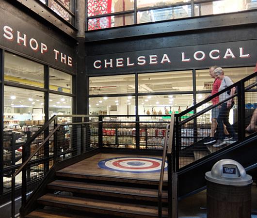 地下1階への階段前など最近のチェルシー・マーケット内の様子_b0007805_04590295.jpg