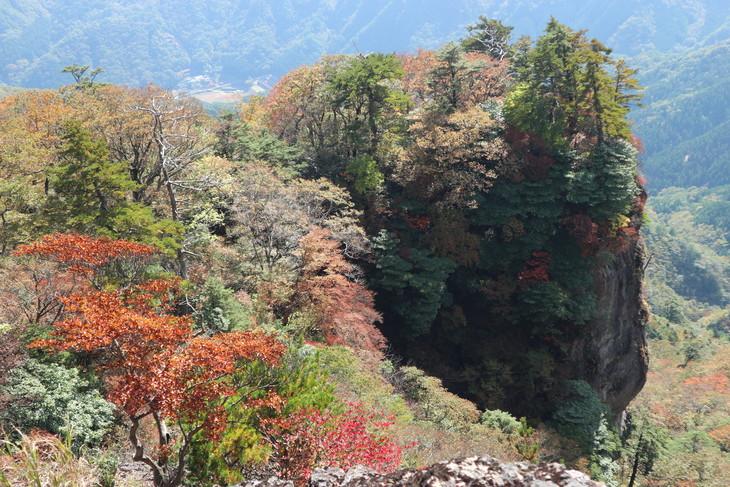 静かな山歩き(大障子岩&池の原展望所)_e0272335_5334685.jpg
