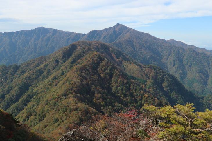 静かな山歩き(大障子岩&池の原展望所)_e0272335_57369.jpg