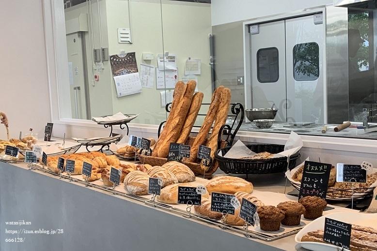 鯛焼きのおやつと、パン屋さん_e0214646_23243410.jpg