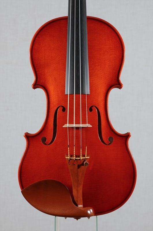 弦楽器フェアの展示楽器、最新作1台目_d0047461_08464110.jpg