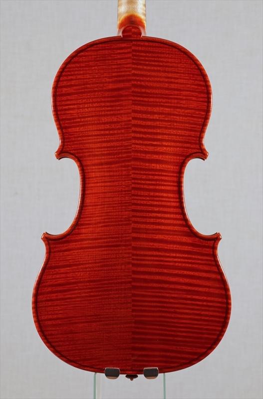 弦楽器フェアの展示楽器、最新作1台目_d0047461_08465383.jpg