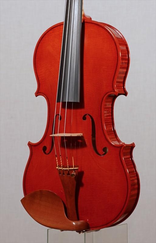 弦楽器フェアの展示楽器、最新作1台目_d0047461_08470107.jpg