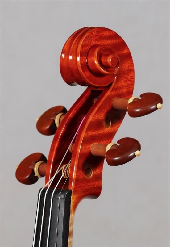 弦楽器フェアの展示楽器、最新作1台目_d0047461_08475196.jpg