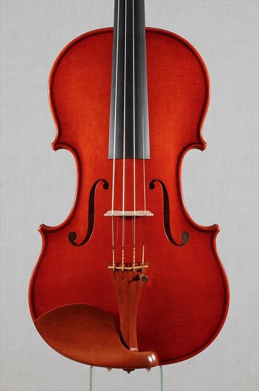 弦楽器フェアの展示楽器、最新作2台目_d0047461_09175220.jpg
