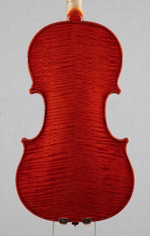 弦楽器フェアの展示楽器、最新作2台目_d0047461_09180120.jpg