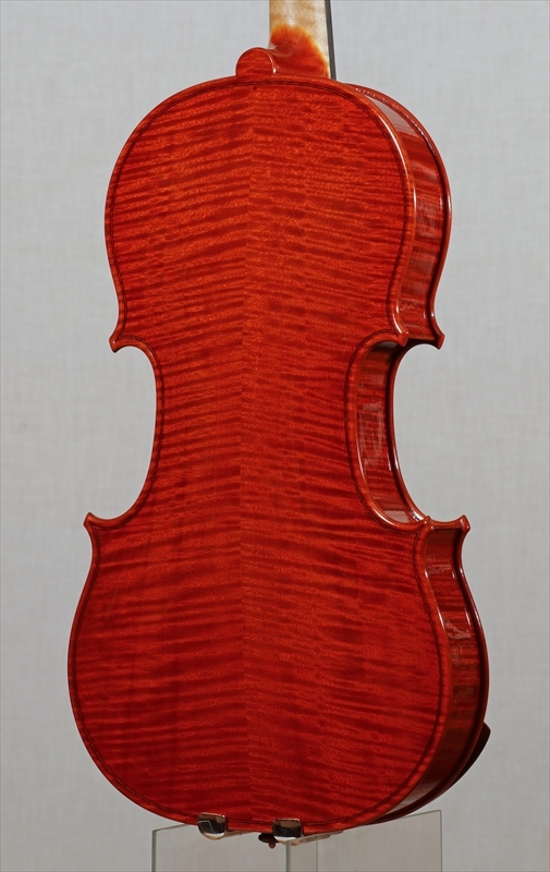 弦楽器フェアの展示楽器、最新作2台目_d0047461_09181106.jpg