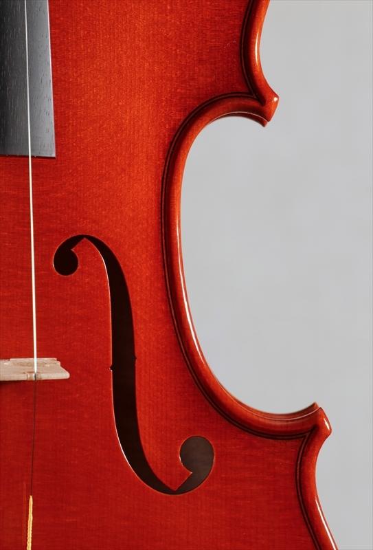 弦楽器フェアの展示楽器、最新作2台目_d0047461_09184300.jpg