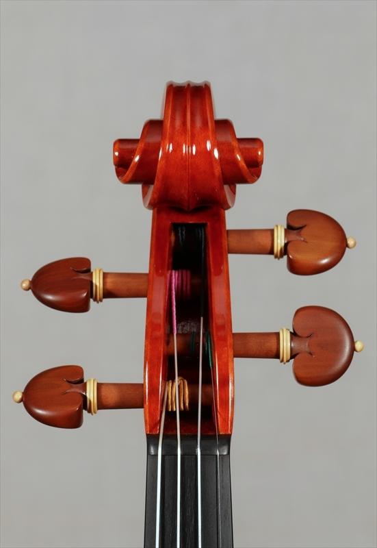 弦楽器フェアの展示楽器、最新作2台目_d0047461_09185194.jpg