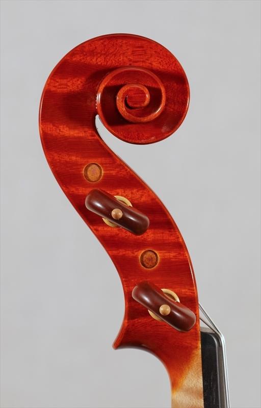 弦楽器フェアの展示楽器、最新作2台目_d0047461_09190282.jpg