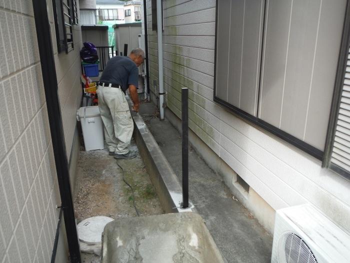 物置とフェンス ~ フェンス柱とコンクリート土間。_d0165368_07234403.jpg