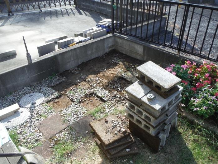 物置とフェンス ~ フェンス柱とコンクリート土間。_d0165368_07241323.jpg