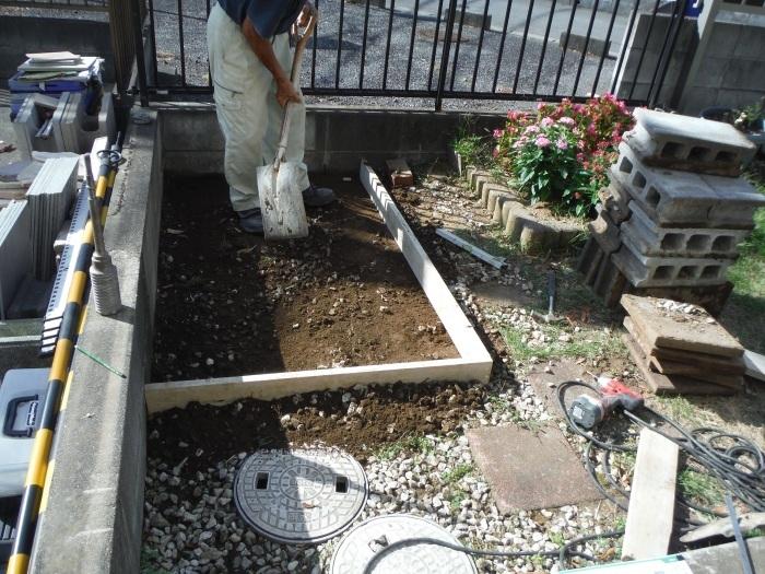 物置とフェンス ~ フェンス柱とコンクリート土間。_d0165368_07242830.jpg