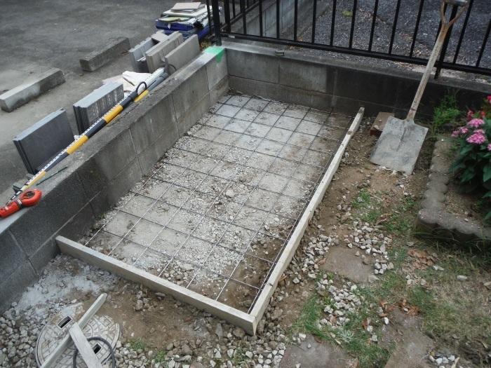 物置とフェンス ~ フェンス柱とコンクリート土間。_d0165368_07244056.jpg