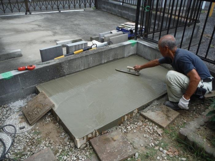 物置とフェンス ~ フェンス柱とコンクリート土間。_d0165368_07245269.jpg