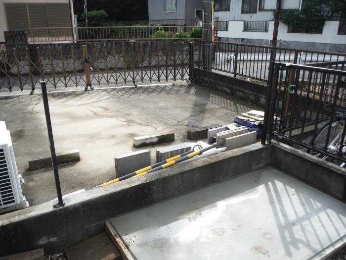 物置とフェンス ~ フェンス柱とコンクリート土間。_d0165368_07250252.jpg