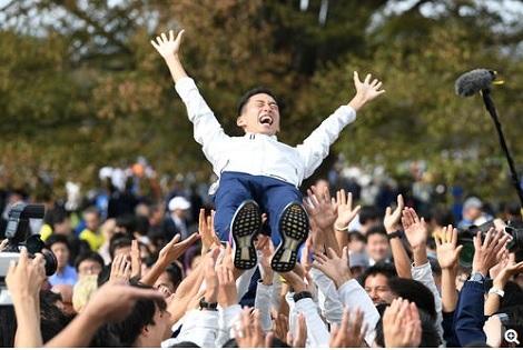 イングランド決勝進出、タナック3位浮上、日本勢全滅_d0183174_10154668.jpg