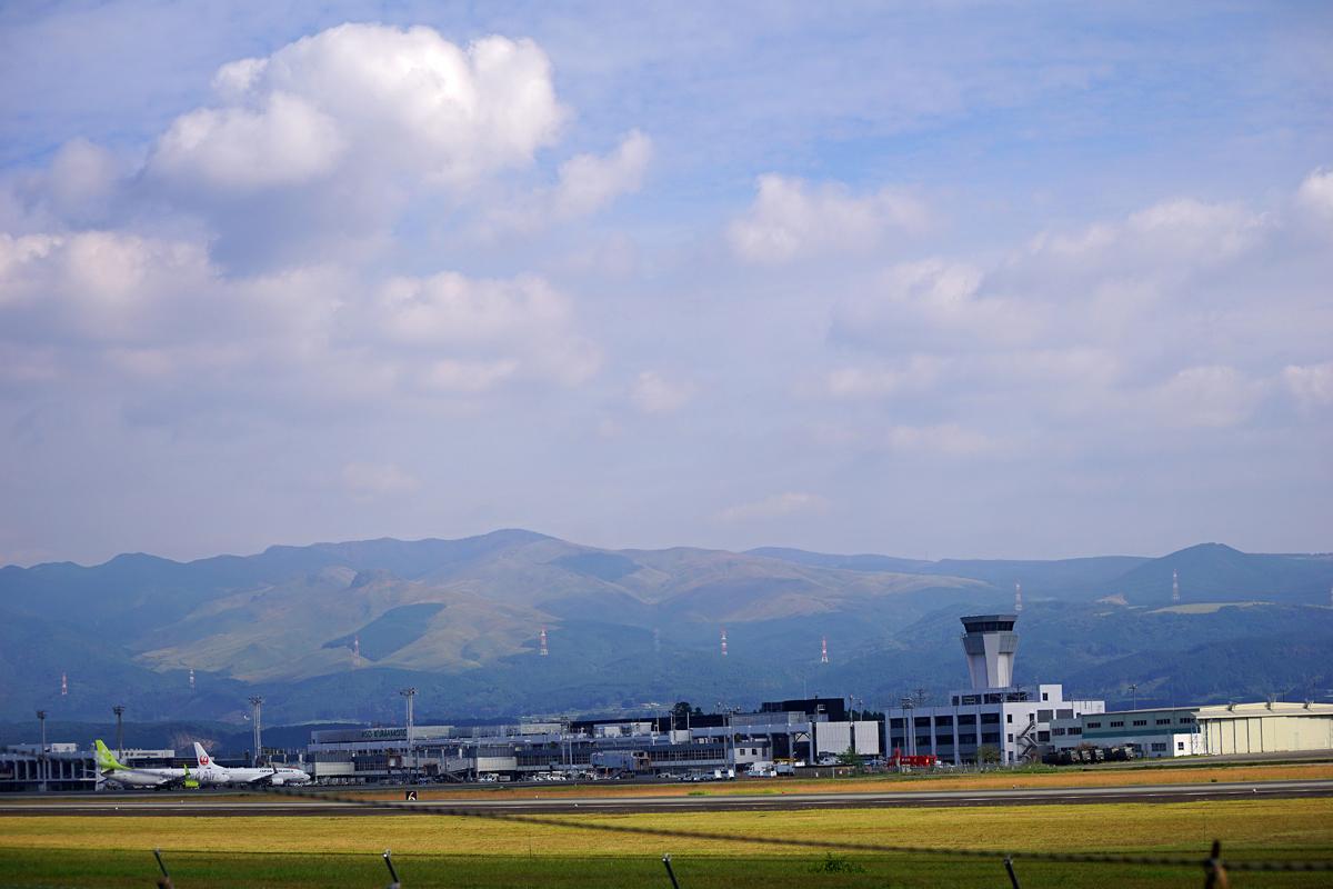 昨日の阿蘇熊本飛行場。_b0044115_02012707.jpg
