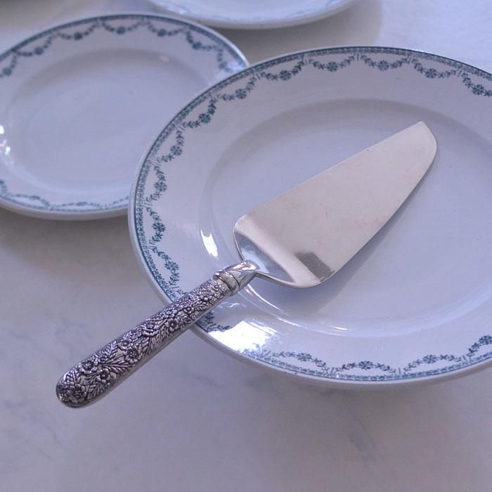 ◆フランスアンティーク*華やかな装飾が美しいケーキサーバー_f0251032_11115195.jpg