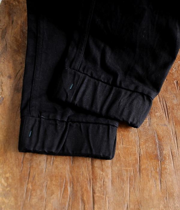 更にイージーに履けるブラックデニムイージーパンツ発売♪_d0108933_22140384.jpg