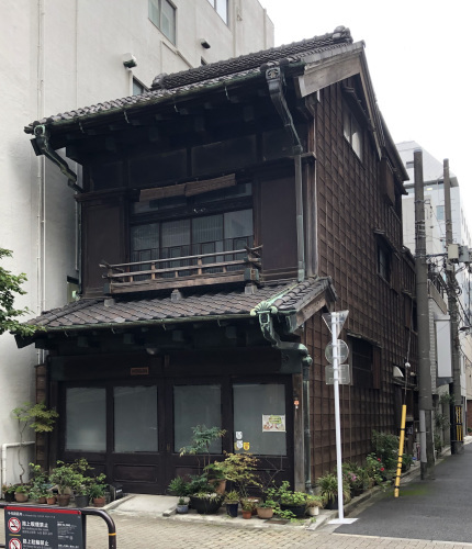 神田雑居ビルの狭間の古民家_e0054299_17313008.jpg