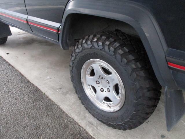 XJ チェロキー 天張り張替  タイヤ交換 ご依頼_b0123820_12464824.jpg