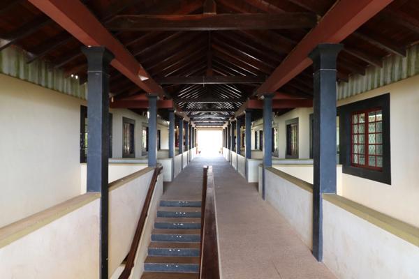 ■ Geoffrey Bawa (ジェフリー・バワ)の美学にふれるスリランカの旅 6日目 ルフナ大学_f0165030_17090802.jpg