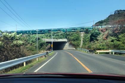 なんとか列車の瑞風...でした....車窓の進行方向左側は唯一..._b0194185_18493124.jpg