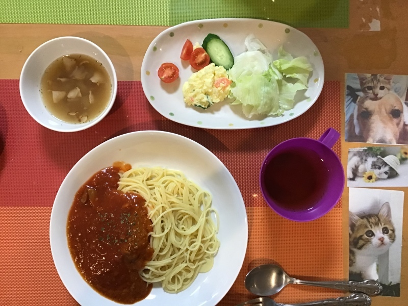 あじさい荘 夕食 スパゲティー ミトソース サラダ 果物 スープ_c0357519_18005447.jpeg