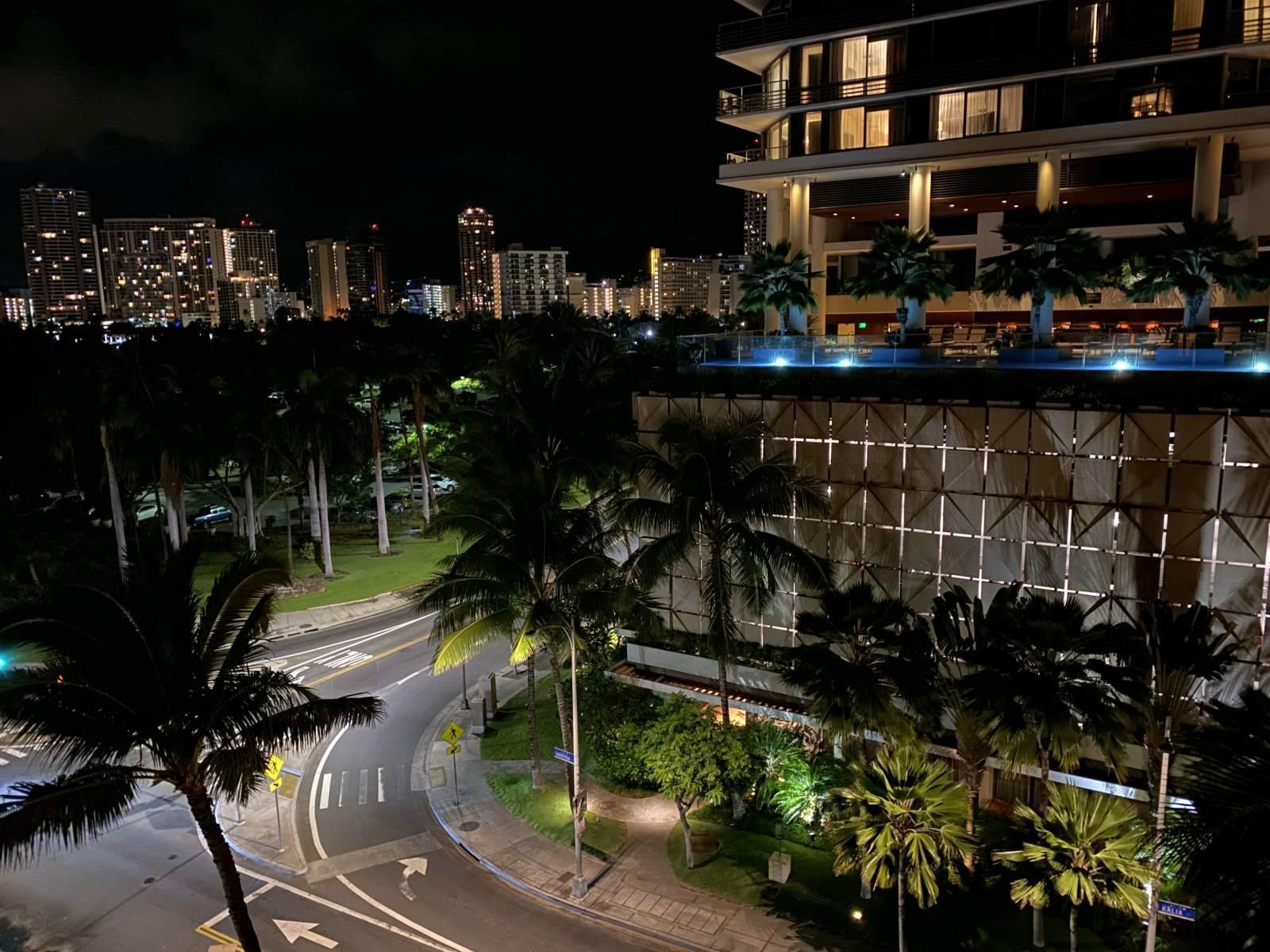 ハワイ旅行1 〜1日目〜 成田空港からホノルル空港へ eSIM便利。アサイーボウル、Mahaloha Burger食べる_b0024832_21055027.jpg