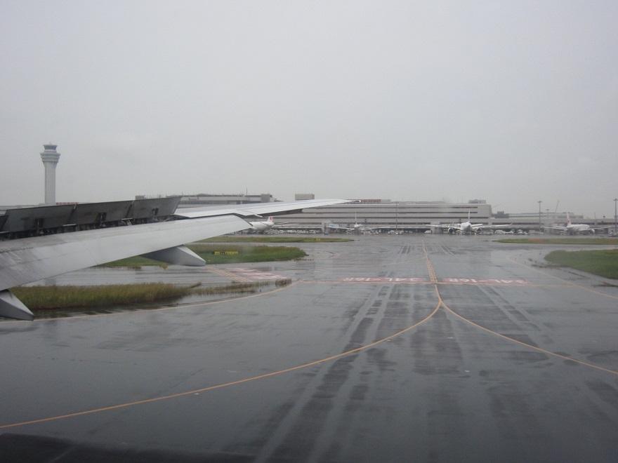 雨が降る中での羽田空港・・_d0202264_8451778.jpg