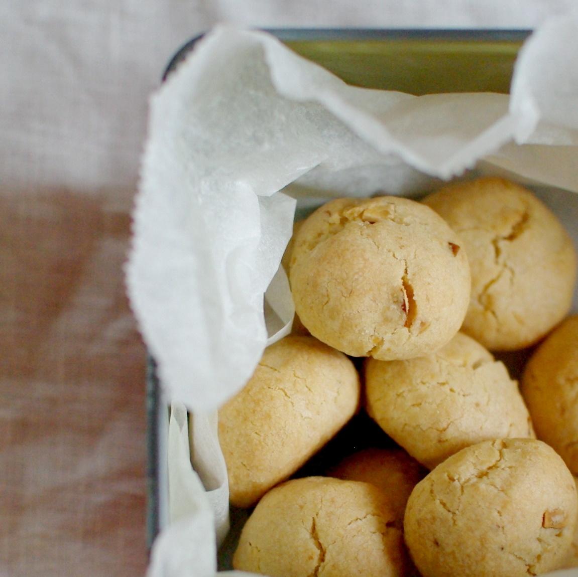 コロコロクッキー(くるみとアーモンド)_c0110869_11510695.jpg