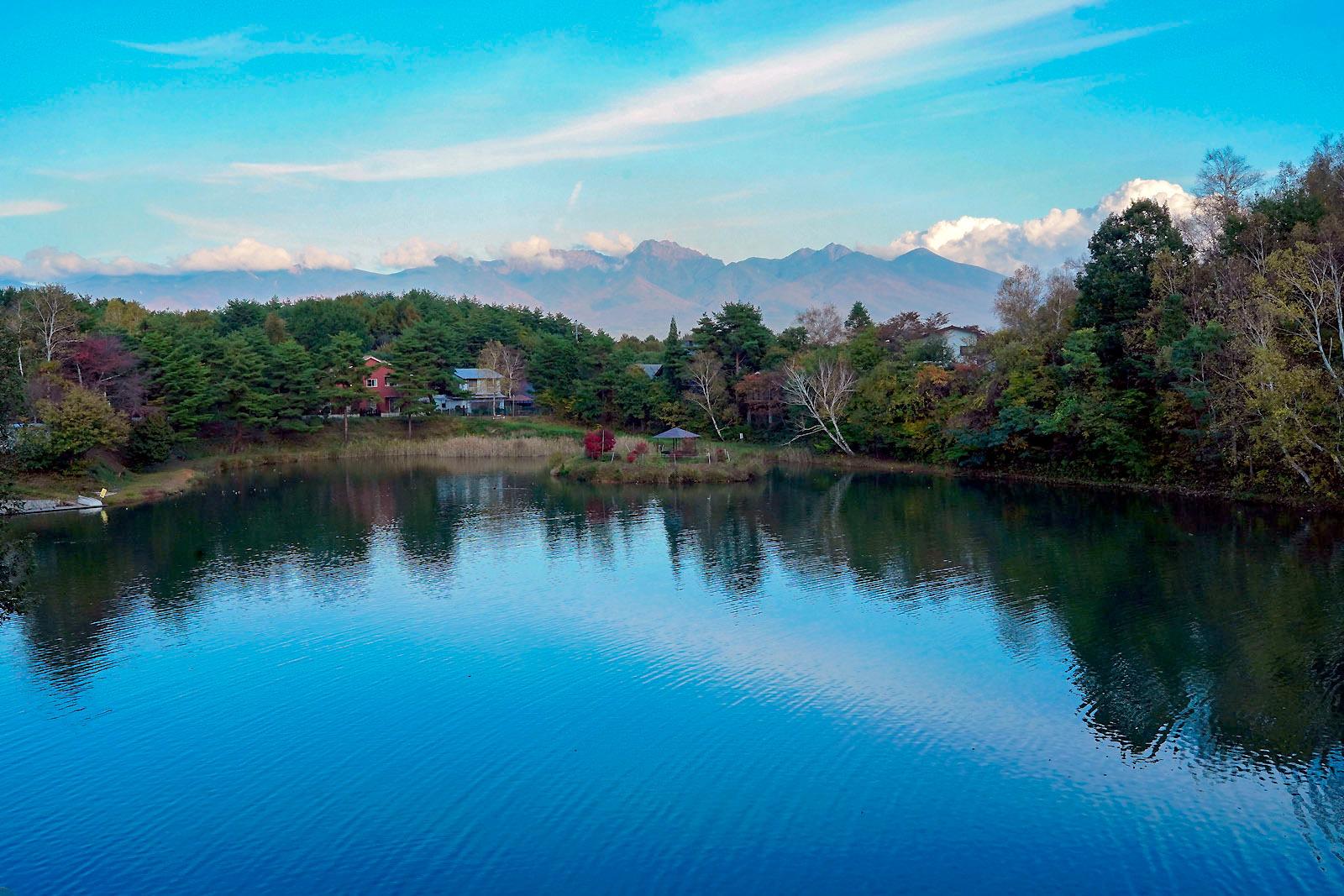 191028夕暮れ前の鏡湖_e0367501_10394949.jpg