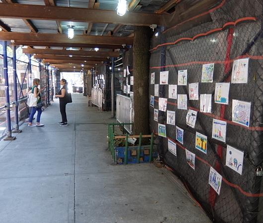 NYの小学校にいーっぱい貼り出されてる子どもたちが描いた絵_b0007805_06102524.jpg