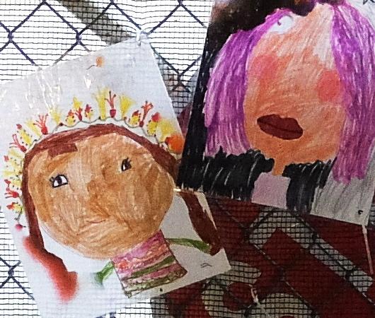 NYの小学校にいーっぱい貼り出されてる子どもたちが描いた絵_b0007805_06254312.jpg