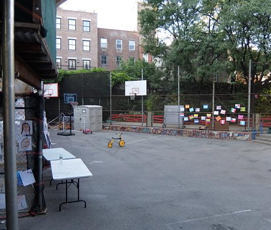 NYの小学校にいーっぱい貼り出されてる子どもたちが描いた絵_b0007805_06305571.jpg
