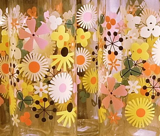 """ニューヨークを代表する老舗の食器屋さん「フィッシュ・エディ」の""""Flower Power""""(お花のパワー)_b0007805_07490076.jpg"""