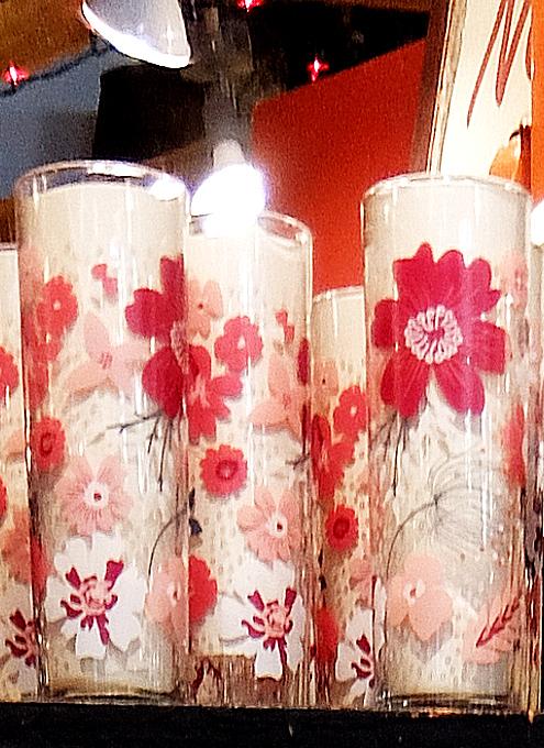 """ニューヨークを代表する老舗の食器屋さん「フィッシュ・エディ」の""""Flower Power""""(お花のパワー)_b0007805_07503075.jpg"""