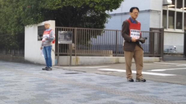 10月31日朝、JR西日本岡山支社前で、11・3全国労働者集会の案内ビラを配りました_d0155415_09100661.jpg