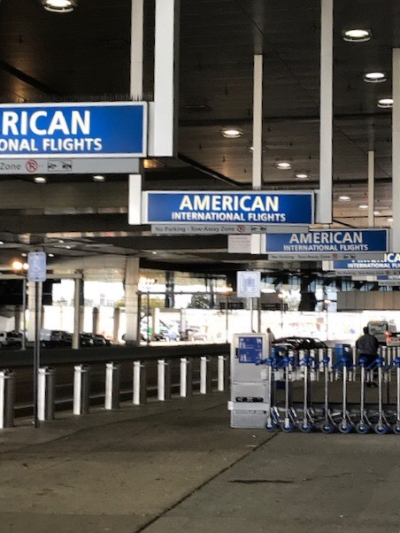 ただいま〜。今時アメリカの空港_d0269832_20020837.jpeg