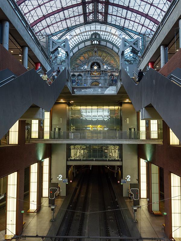 ベルギー・12 夜のアントウェルペン中央駅_a0003650_23072620.jpg